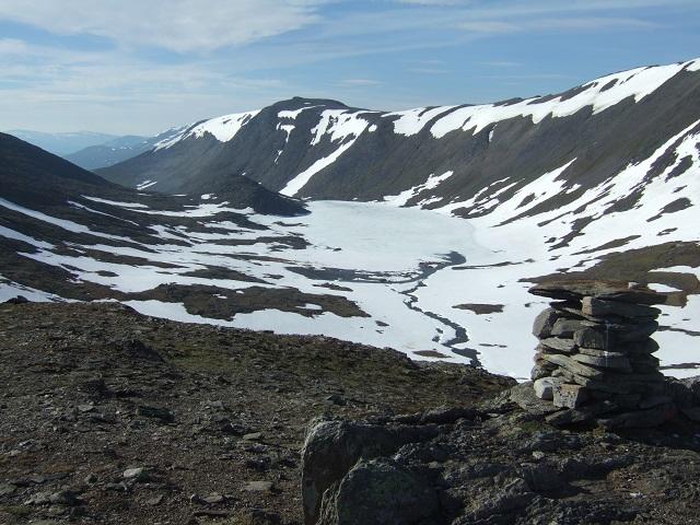 Riaren er høyeste punktet mellom Gjevilvasshytta og Trollheimshytta på ca 1320 moh. Utsikt østover.vvvv